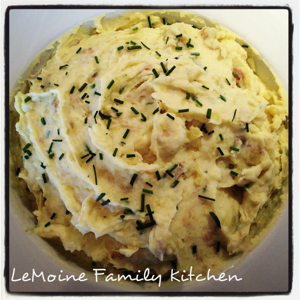 The BEST mashed potatoes ever!! Garlic & Chive Mashed Potatoes are the perfect comforting side dish! I make these for Thanksgiving and they are perfect!