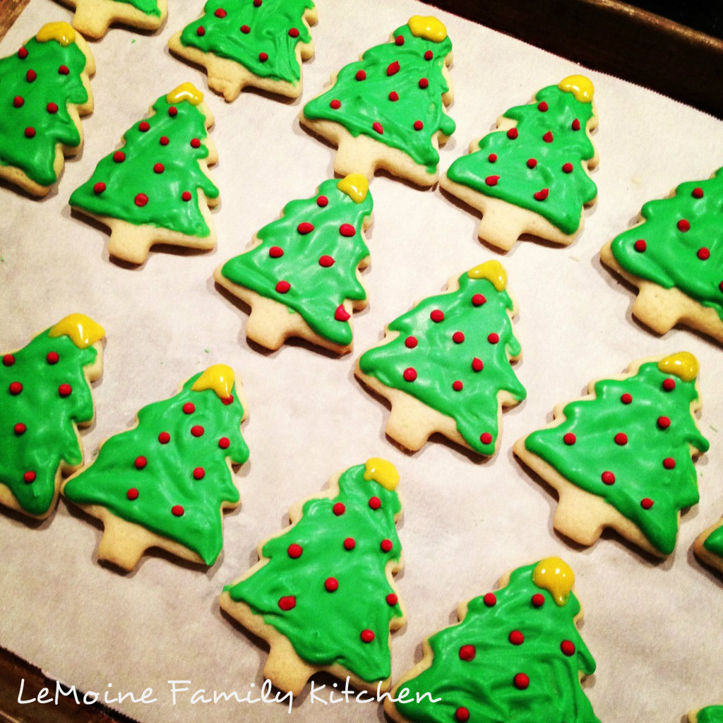 Christmas Tree Sugar Cookies. A perfect easy sugar cookie dough rolled into these adorable Christmas trees and simply decorated.